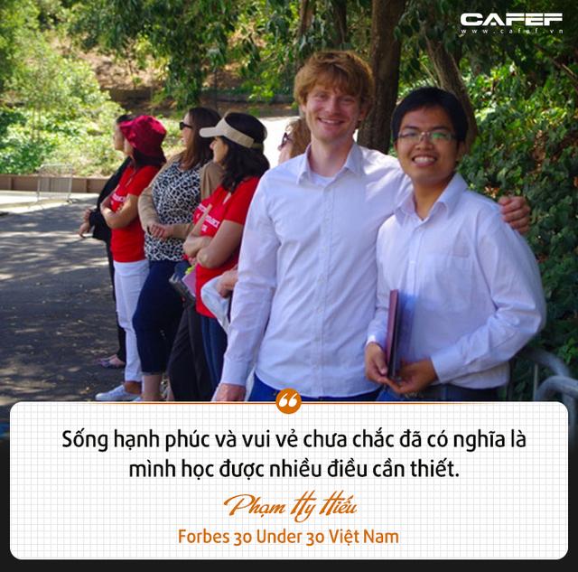 Forbes 30 Under 30 Việt Nam Phạm Hy Hiếu: Ai bảo thích chơi game, đọc ngôn tình, kiếm hiệp thì không thể làm được những điều quan trọng? - Ảnh 8.