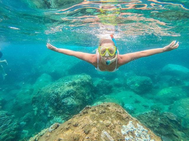 6 vùng biển lặn ngắm san hô đẹp nhất Việt Nam: Rực rỡ đến mê đắm lòng người - Ảnh 13.