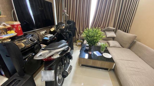 Bi hài chuyện phải mang xe máy lên căn hộ cao cấp vì sợ mất trộm - Ảnh 2.