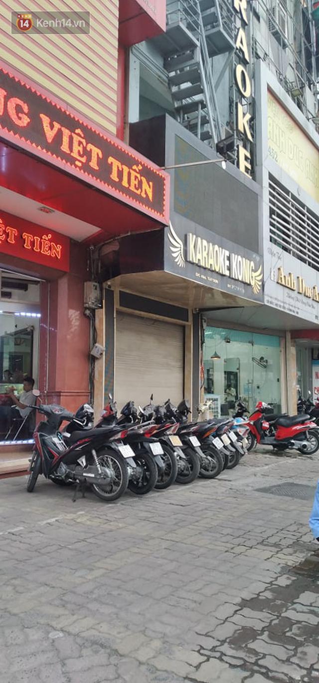 Sau lệnh của Thủ tướng nhiều quán karaoke ở Hà Nội và Sài Gòn nhộn nhịp mở cửa trở lại, nhiều quán vẫn đóng cửa im lìm - Ảnh 11.