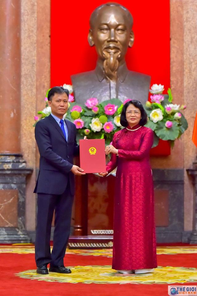 Chân dung 12 Đại sứ mới được Chủ tịch nước bổ nhiệm - Ảnh 13.
