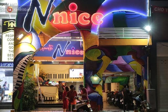 Sau lệnh của Thủ tướng nhiều quán karaoke ở Hà Nội và Sài Gòn nhộn nhịp mở cửa trở lại, nhiều quán vẫn đóng cửa im lìm - Ảnh 18.