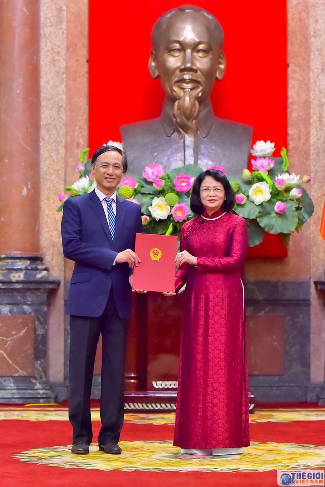 Chân dung 12 Đại sứ mới được Chủ tịch nước bổ nhiệm - Ảnh 3.