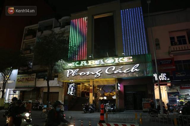 Sau lệnh của Thủ tướng nhiều quán karaoke ở Hà Nội và Sài Gòn nhộn nhịp mở cửa trở lại, nhiều quán vẫn đóng cửa im lìm - Ảnh 22.