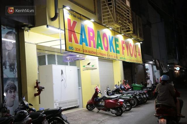 Sau lệnh của Thủ tướng nhiều quán karaoke ở Hà Nội và Sài Gòn nhộn nhịp mở cửa trở lại, nhiều quán vẫn đóng cửa im lìm - Ảnh 24.