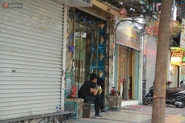 Sau lệnh của Thủ tướng nhiều quán karaoke ở Hà Nội và Sài Gòn nhộn nhịp mở cửa trở lại, nhiều quán vẫn đóng cửa im lìm - Ảnh 4.