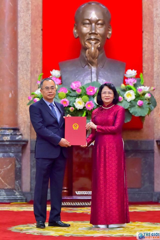 Chân dung 12 Đại sứ mới được Chủ tịch nước bổ nhiệm - Ảnh 5.