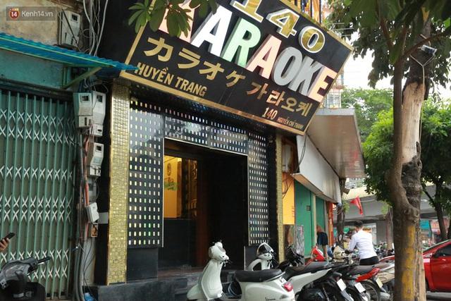 Sau lệnh của Thủ tướng nhiều quán karaoke ở Hà Nội và Sài Gòn nhộn nhịp mở cửa trở lại, nhiều quán vẫn đóng cửa im lìm - Ảnh 6.