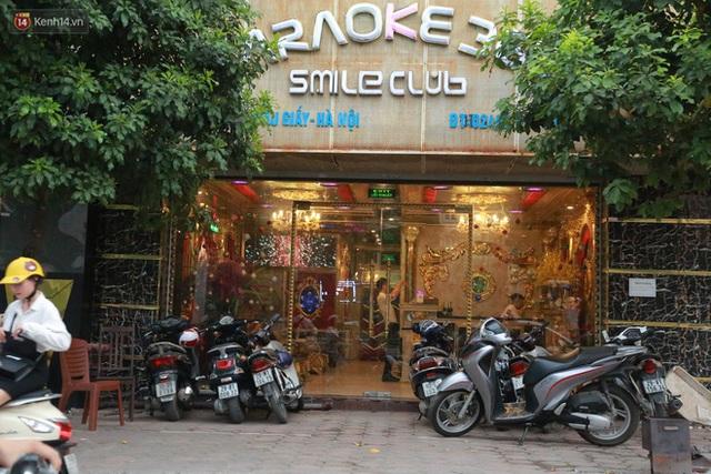 Sau lệnh của Thủ tướng nhiều quán karaoke ở Hà Nội và Sài Gòn nhộn nhịp mở cửa trở lại, nhiều quán vẫn đóng cửa im lìm - Ảnh 7.