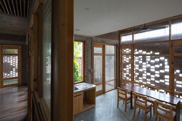 Ngôi nhà có cấu trúc mở ngập tràn ánh sáng tự nhiên - Ảnh 8.
