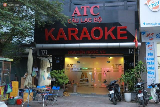 Sau lệnh của Thủ tướng nhiều quán karaoke ở Hà Nội và Sài Gòn nhộn nhịp mở cửa trở lại, nhiều quán vẫn đóng cửa im lìm - Ảnh 10.