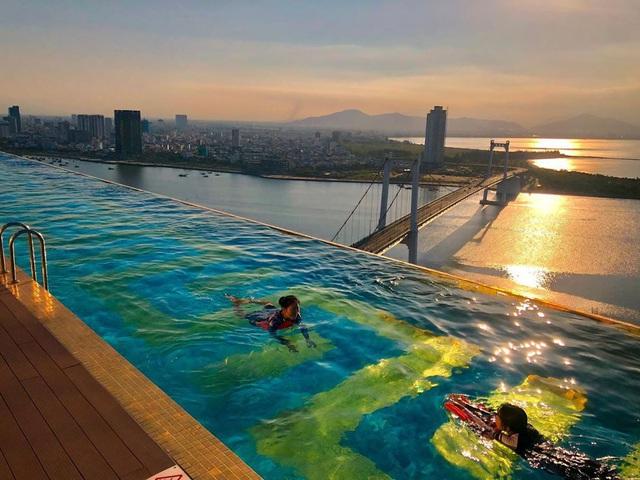 Đà Nẵng: 4 khách sạn 4-5 sao có bể bơi vô cực, view biển cực đẹp chỉ có giá dưới 3 triệu/đêm - Ảnh 2.