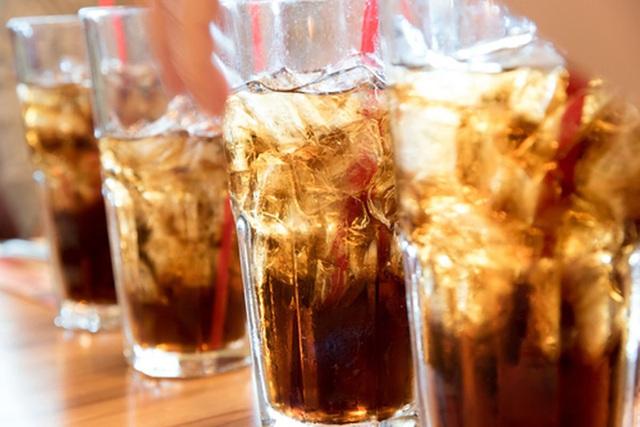 Đừng để trẻ uống quá nhiều 5 loại nước này vì có thể gây dậy thì sớm và kìm hãm sự phát triển chiều cao của bé - Ảnh 2.