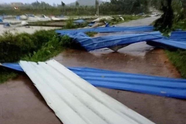 [ẢNH] Hiện trường vụ sập nhà xưởng ở Vĩnh Phúc làm 3 người chết, 18 người bị thương - Ảnh 7.