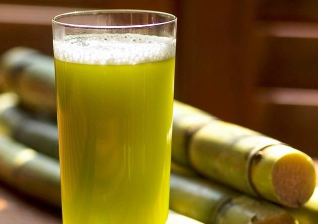 Uống nước mía trong mùa hè: Vừa đã khát lại diệt trừ bệnh tật nhưng nếu thuộc 5 nhóm người sau thì bạn tốt nhất nên nhịn miệng - Ảnh 1.