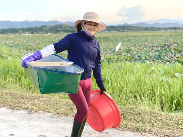 Biến đồng hoang thành đầm sen, nông dân thu hàng chục triệu mỗi vụ - Ảnh 13.