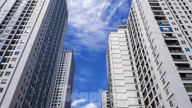 Ngộp thở những khối bê tông khổng lồ vươn trên bầu trời ngày nắng nóng - Ảnh 6.