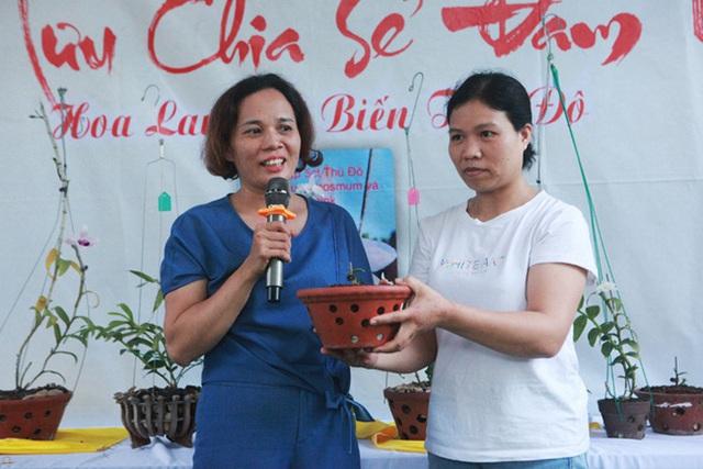 Đại gia Hà Nội chi mạnh 5 tỷ đồng mua giò lan đột biến nhìn như... ngọn rau muống - Ảnh 9.