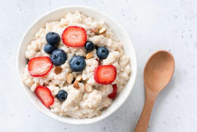Ăn bột yến mạch có thể giúp giảm cân nhưng bạn đừng mắc phải 3 sai lầm này - Ảnh 1.