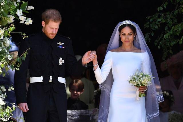 Tiết lộ mới gây sốc: Meghan Markle bắt đầu rạn nứt với gia đình nhà chồng chỉ 4 ngày sau hôn lễ cổ tích với nguyên nhân đặc biệt - Ảnh 1.