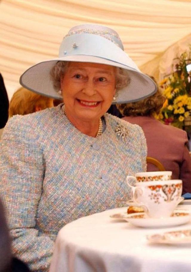 Thực đơn ăn kiêng và bí quyết giữ sức khỏe giá bình dân giúp Nữ hoàng Elizabeth II ở tuổi 94 vẫn trẻ trung, khỏe mạnh - Ảnh 5.