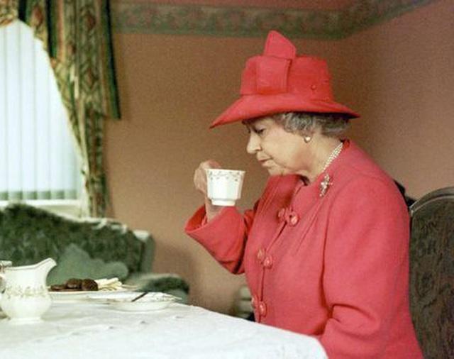 Thực đơn ăn kiêng và bí quyết giữ sức khỏe giá bình dân giúp Nữ hoàng Elizabeth II ở tuổi 94 vẫn trẻ trung, khỏe mạnh - Ảnh 6.