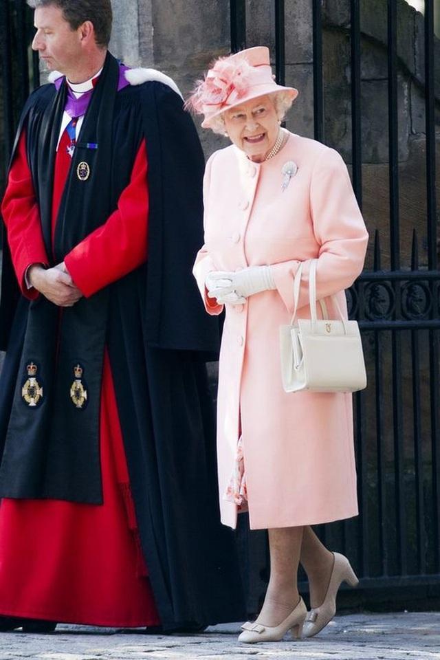 Thực đơn ăn kiêng và bí quyết giữ sức khỏe giá bình dân giúp Nữ hoàng Elizabeth II ở tuổi 94 vẫn trẻ trung, khỏe mạnh - Ảnh 9.