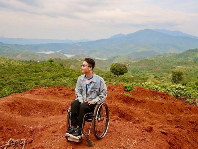Đi phượt 30 tỉnh/thành bằng xe lăn, nam thanh niên 29 tuổi mong có bằng lái quốc tế để chinh phục các nước láng giềng - Ảnh 2.