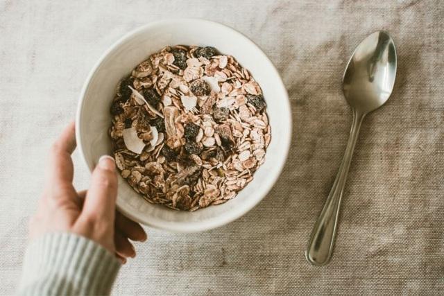 10 loại thực phẩm giúp tăng cường trí nhớ và cải thiện sự tập trung: Món số 3 quen thuộc và rẻ tiền đến bất ngờ! - Ảnh 1.