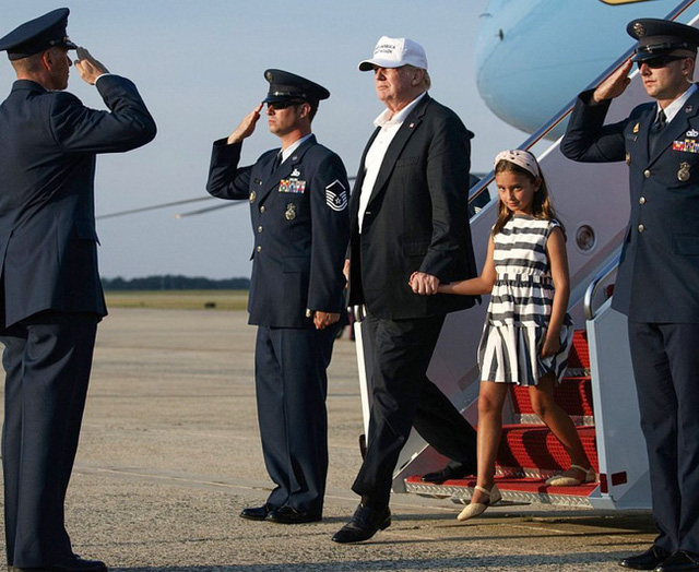 Các con Tổng thống Trump chúc mừng sinh nhật cha bằng một loạt bức hình ý nghĩa còn Đệ nhất phu nhân Mỹ có hành động ngược lại - Ảnh 1.