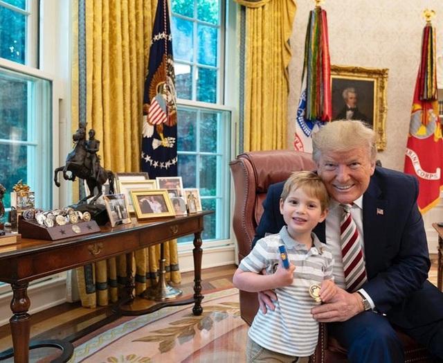 Các con Tổng thống Trump chúc mừng sinh nhật cha bằng một loạt bức hình ý nghĩa còn Đệ nhất phu nhân Mỹ có hành động ngược lại - Ảnh 2.