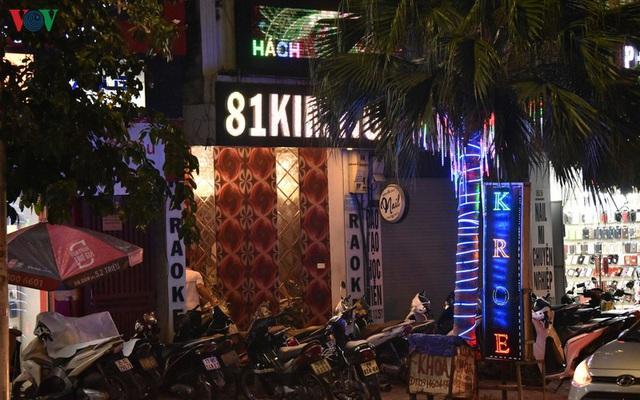 Dịch vụ karaoke mở cửa trở lại, cuối tuần vẫn ế ẩm - Ảnh 11.
