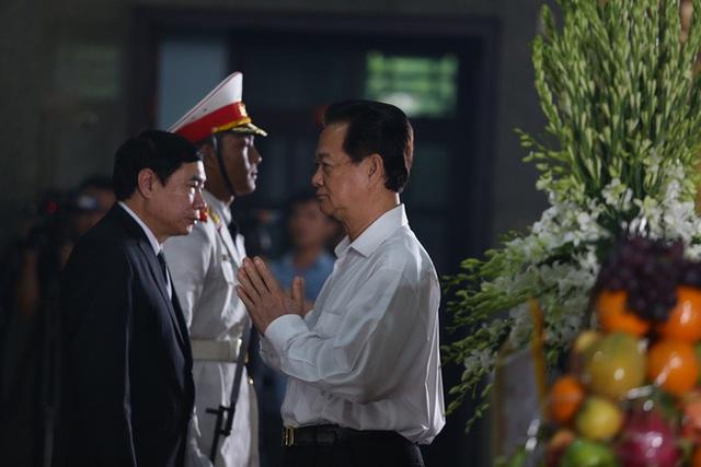 [Ảnh] Xúc động, nghiêm trang lễ tang người thầy của những nhà tình báo huyền thoại Trần Quốc Hương - Ảnh 11.