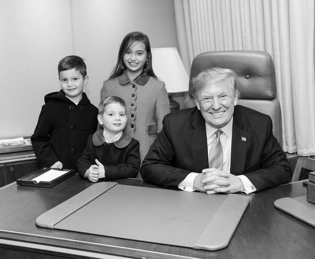 Các con Tổng thống Trump chúc mừng sinh nhật cha bằng một loạt bức hình ý nghĩa còn Đệ nhất phu nhân Mỹ có hành động ngược lại - Ảnh 3.