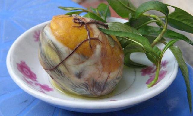 Ăn 1 quả trứng vịt lộn vào thời điểm này sẽ bổ tựa nhân sâm nhưng có 5 nhóm người không nên ăn để tránh hại các cơ quan nội tạng - Ảnh 4.