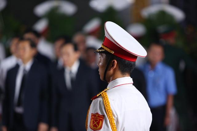 [Ảnh] Xúc động, nghiêm trang lễ tang người thầy của những nhà tình báo huyền thoại Trần Quốc Hương - Ảnh 6.