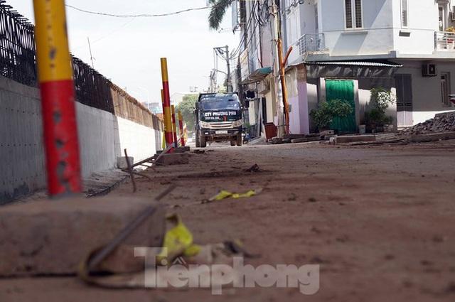 Bẫy chông sắt trên đường đê An Dương Vương - Hà Nội - Ảnh 6.