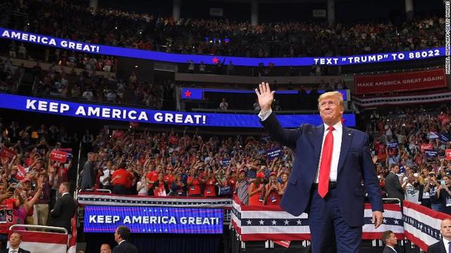 """Bầu cử Mỹ: """"Vết xe đổ"""" của đảng Dân chủ và nước cờ khôn khéo của Trump - Ảnh 1."""