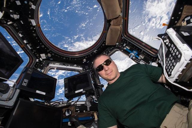 Cuộc sống khác thường của các phi hành gia trên trạm vũ trụ ISS - Ảnh 5.