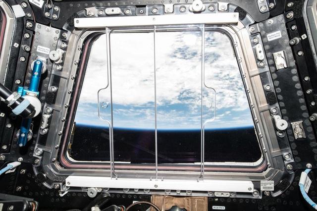 Cuộc sống khác thường của các phi hành gia trên trạm vũ trụ ISS - Ảnh 6.
