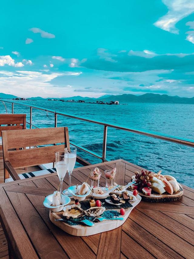 Sau chuyến đi thỏa mãn tại vịnh Ninh Vân, blogger Lý Thành Cơ gợi ý resort 5 sao cho các cặp đôi: Lãng mạn, yên bình, dịch vụ độc đáo tuyệt vời! - Ảnh 5.