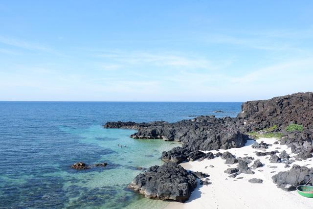 Cẩm nang khám phá Lý Sơn 5 ngày 4 đêm: Đảo tiên giữa biển khơi, đẹp mê hoặc lòng người - Ảnh 1.