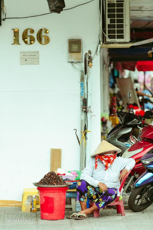 Hàng ốc xào kỳ lạ nhất Sài Gòn chỉ bán 1 món suốt 2 đời, giá tận 120k/lon ốc toàn nhà giàu hay giới sành ăn mới dám mua ship thẳng luôn sang Mỹ - Ảnh 11.