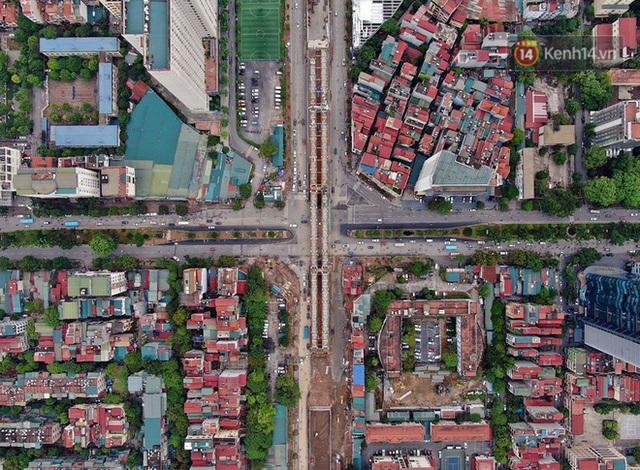 Cận cảnh cầu vượt dầm thép nối liền 3 quận nội thành Hà Nội đang gấp rút thi công - Ảnh 3.