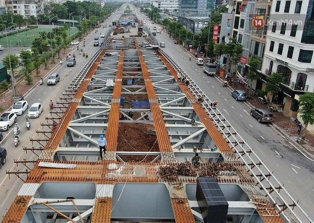 Cận cảnh cầu vượt dầm thép nối liền 3 quận nội thành Hà Nội đang gấp rút thi công - Ảnh 6.