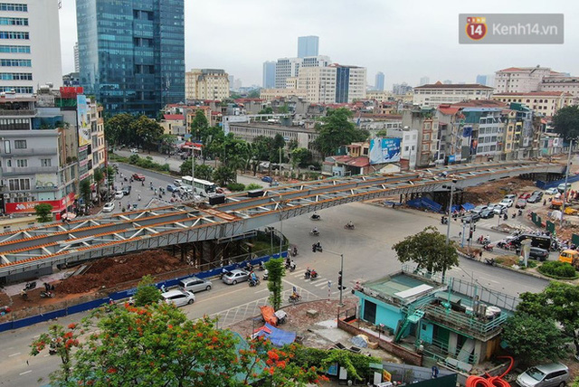 Cận cảnh cầu vượt dầm thép nối liền 3 quận nội thành Hà Nội đang gấp rút thi công - Ảnh 9.