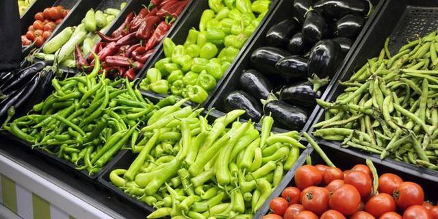 Nhân viên siêu thị tiết lộ về độ tươi ngon của rau củ quả: Có khi để cả năm, chưa rửa đã xếp lên kệ - Ảnh 2.