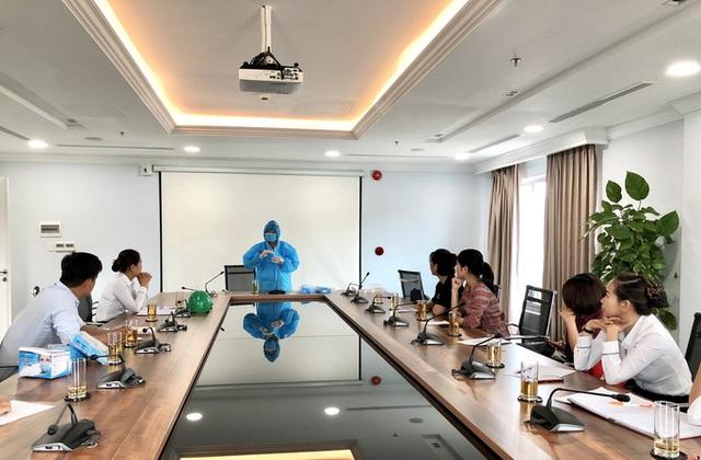 160 chuyên gia nước ngoài đầu tiên đến Quảng Ngãi âm tính với Covid-19  - Ảnh 1.