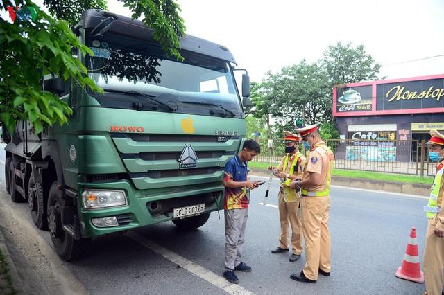 Hàng loạt phương tiện chạy quá tốc độ, cơi nới thùng xe ở Thái Nguyên - Ảnh 1.