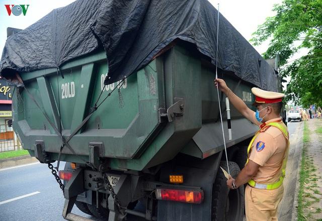 Hàng loạt phương tiện chạy quá tốc độ, cơi nới thùng xe ở Thái Nguyên - Ảnh 2.